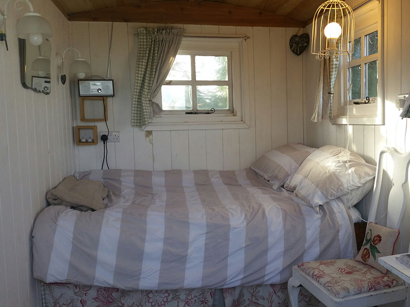 Shepherds Hut with double bed, Manor Farm, South Downs Way